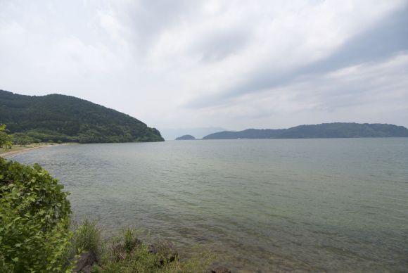 Het meer is zo groot dat het er niet heel anders uit ziet dan sommige stukken zee.