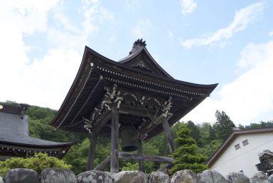 Tempeltje langs de weg.
