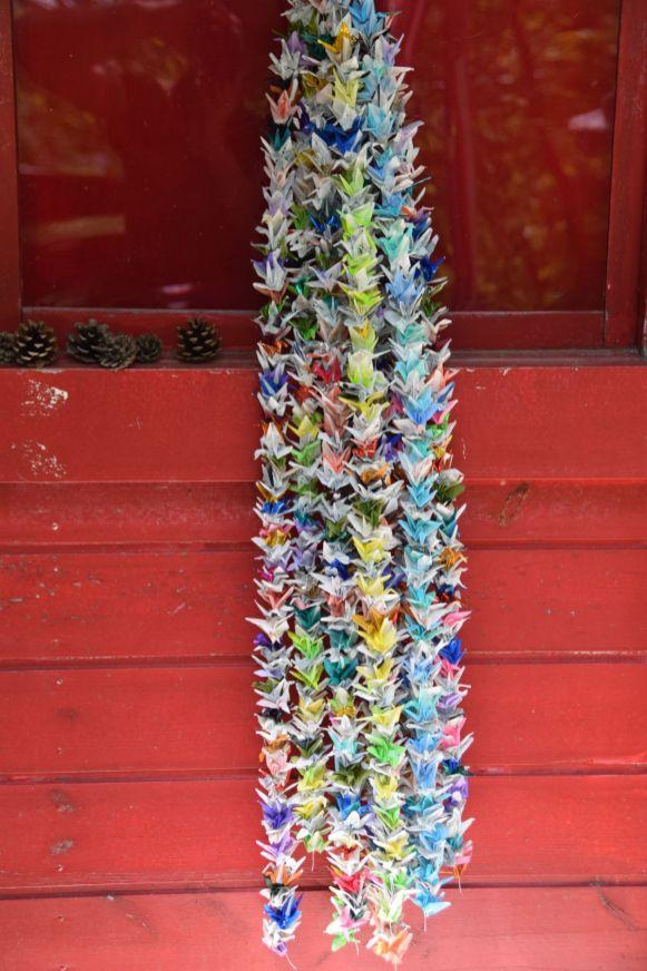Kleurrijke slinger origami kraanvogels