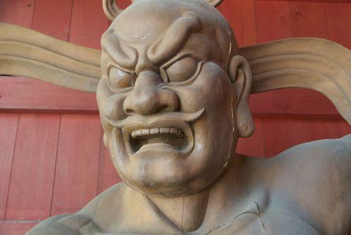 Bij een tempel vlakbij Yubatake