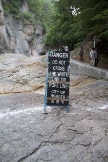 We worden van alle kanten gewezen op hoe gevaarlijk het wel niet is.