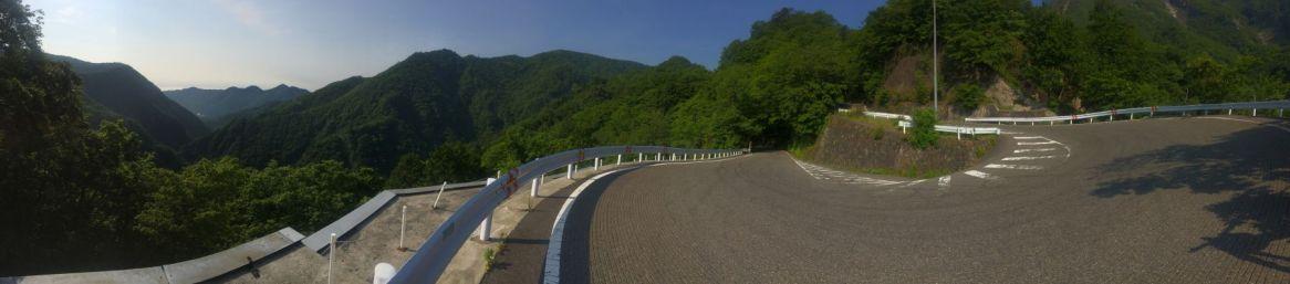 Een panorama vangt nog het beste de combivan haarspeldbochten en uitzichten.