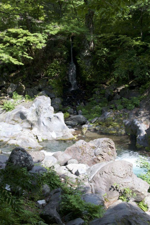 Kanmangafuchi Abyss is meer een lieflijk riviertje