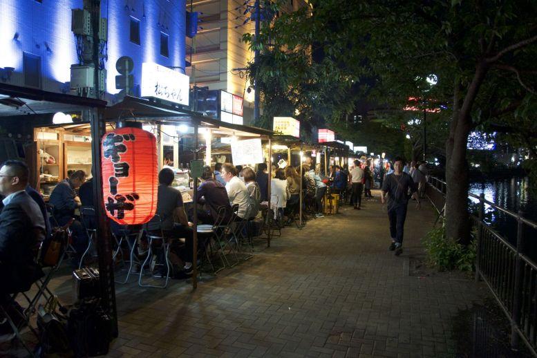 De Yatai op Nakasu Island in het centrum van Fukuoka, dé plek om te gaan eten.