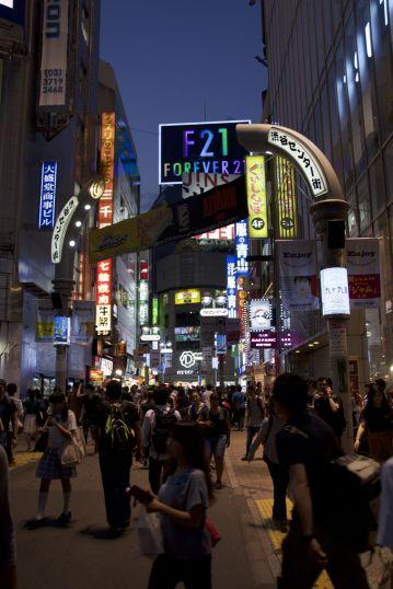 Shibuya is een van de typische neon-verlichte wijken in Tokyo