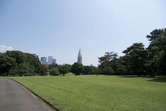 We verbaasden ons over de omroepstem die ons vertelde wat er allemaal niet mag in het park, omdat het een heilige plek is of zo geloof ik.