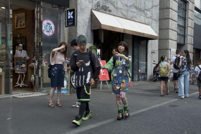 In Shibuya zien we meer kleurrijke mensen dan in Harakuju.