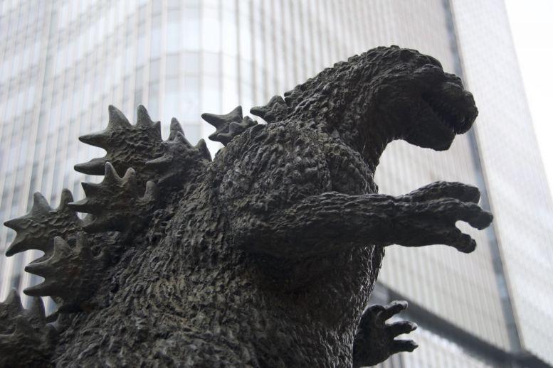 Godzilla! Niet het gigantische hoofd waar ik over gelezen had, maar een redelijk klein beeldje.