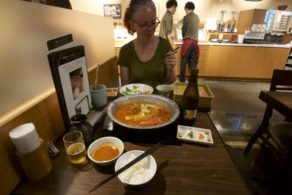 Shabu shabu is een soort fonduen. Lekker veel groente, want je mocht ze zelf opscheppen!
