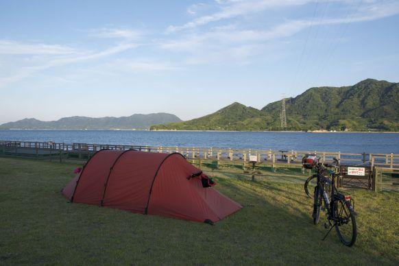 De camping is duur, maar je staat hier dan ook wel weer mooi.
