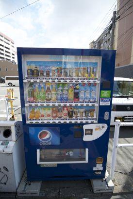 Losse drankje automaten voorzien je vrijwel overal van koude drankjes en regelmatig ook van warme drankjes. Het is best raar om een blikje warme chocolademelk uit een automaat te trekken!