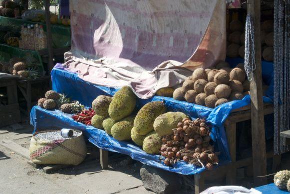 Heerlijk fruit langs de weg.