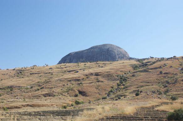 Het blijven vreemde ronde bergen die overal uit de grond steken.