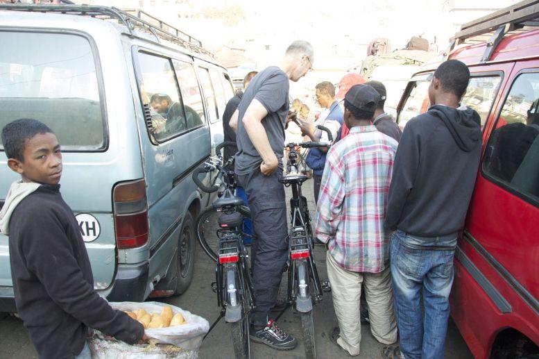 Veel interesse in de fietsen.