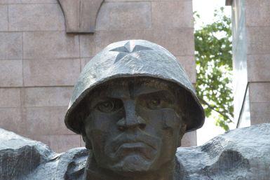 Ze lijken hier dol te zijn op monumenten. en ook heel veel oude Sovietbeelden zijn er gewoon nog.