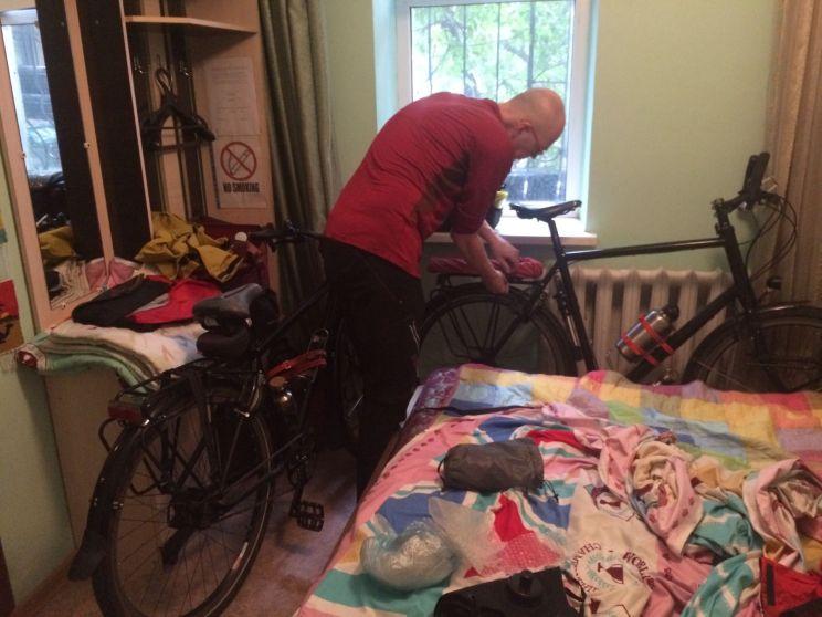 De fietsen zijn dan wel een dag te laat, maar hebben gelukkig geen schade opgelopen