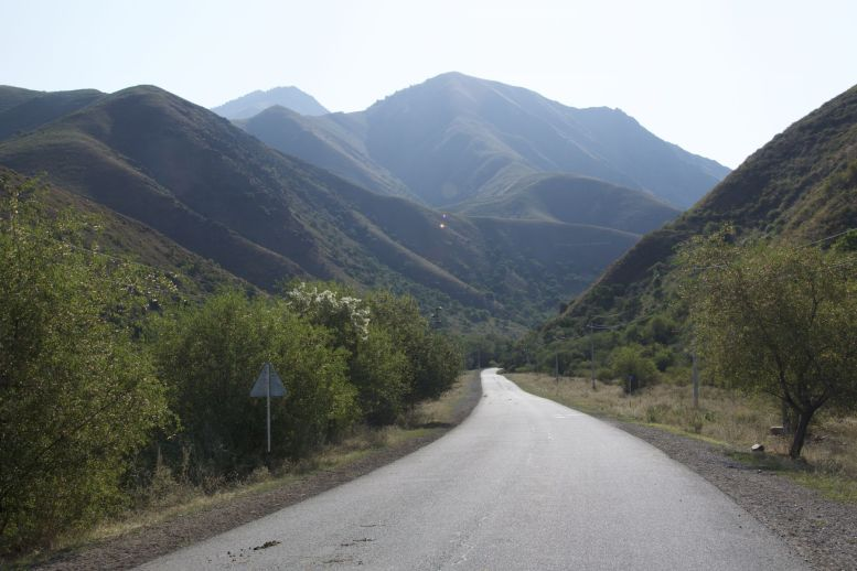 Mooi asfalt, rustige weg, heerlijk uitzicht. De dag begint goed!