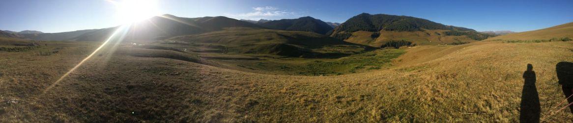 Zelfs met een panoramafoto vang je niet de wijdsheid van waar we zijn.