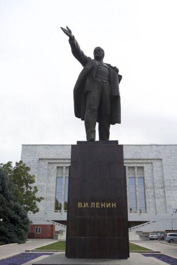 Lenin is uiteraard ook nog aanwezig op deze Sovjet dag.