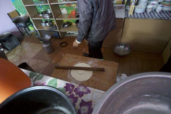 De noodles voor de Tsuivan worden ter plekke gemaakt.