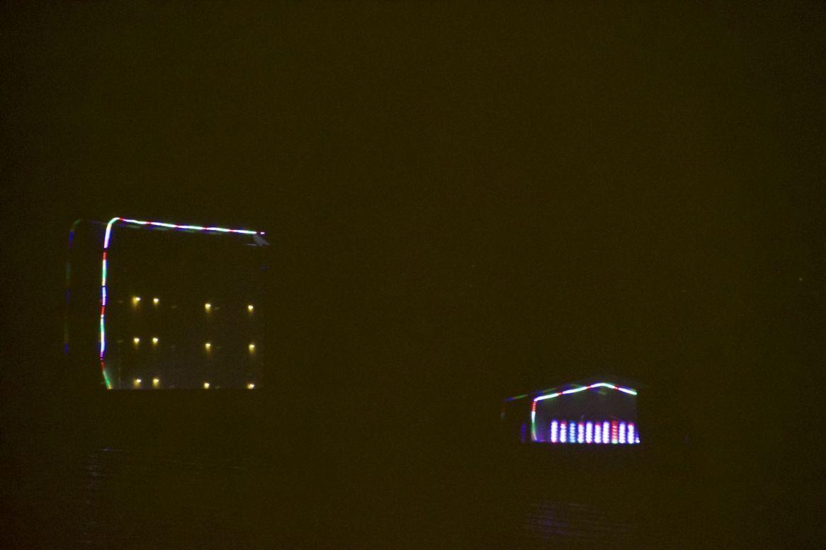 Ons uitzicht vannacht is wel even wat anders dan de afgelopen nachten.