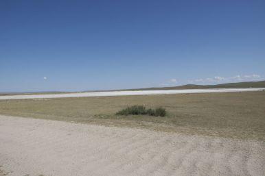 Wasbord op de voorgrond en is dat nou zout of zand in de verte?