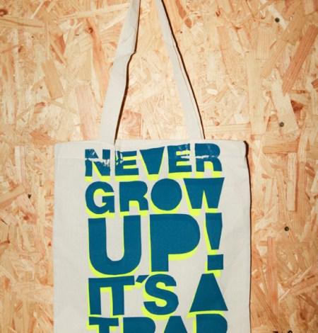 never_grow_up_beutel_neon1