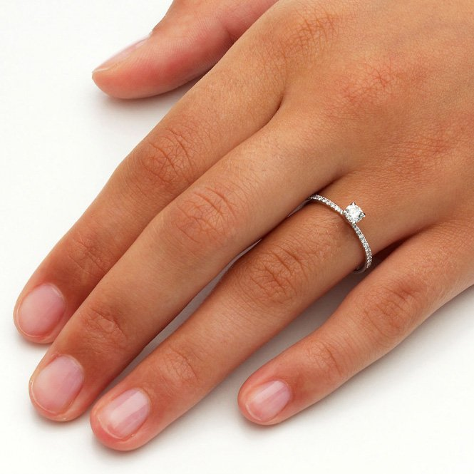 Verlobungsring Grace Petite in 18K Weissgold mit Diamant 045ct  JUWELIERde