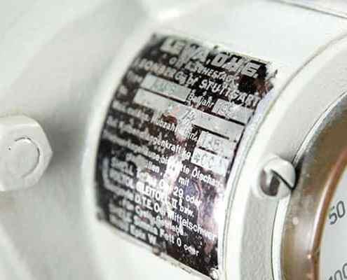 Pormenor da placa de identificação de uma bomba doseadora LEWA ecoflow