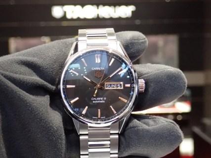 長く使う時計はシンプルさが大事!タグホイヤーの定番と言えば「カレラ キャリバー5 デイデイト」