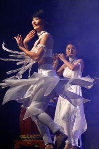 Uma linda apresentação de balé clássico, durante uma das músicas