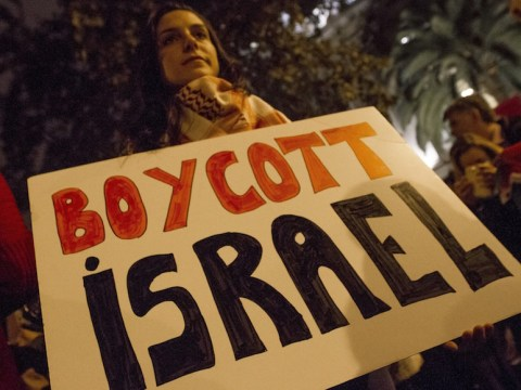 Pro-BDS demonstrators protesting outside the Spanish Government Delegation in Barcelona, Oct. 20, 2015 (Photo/JTA-Albert Llop-Anadolu Agency-Getty Images)