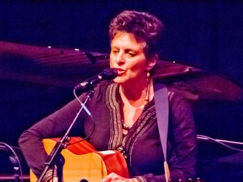 Cantor Linda Hirschhorn performing at Freight & Salvage in Berkeley, Jan. 2016 (Photo/Sandra Morris)