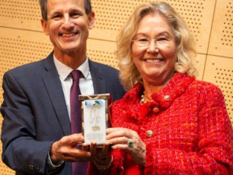 Varda Rabin gets Ann Bear award from Danny Grossman of the S.F.-based Jewish Community Federatio