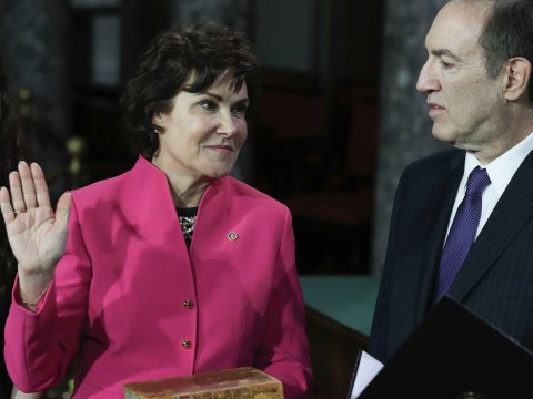 Jacky Rosen, watched by husband Larry and daughter Miranda, is sworn in as a U.S. senator by Vice President Mike Pence, Jan. 3, 2019. (Photo/JTA-Alex Edelman-AFP-Getty Images)
