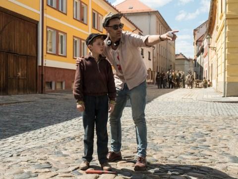 Taika Waititi gives Roman Griffin Davis direction on set. (Photo/Kimberley French-Twentieth Century Fox)
