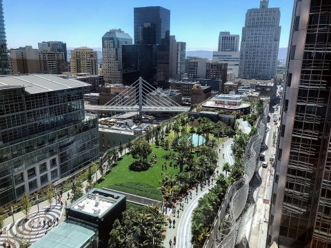 Salesforce Park atop the Transbay Transit Center in San Francisco, seen from the Salesforce Tower (Photo/Wikimedia-Fullmetal2887 CC BY-SA 4.0_