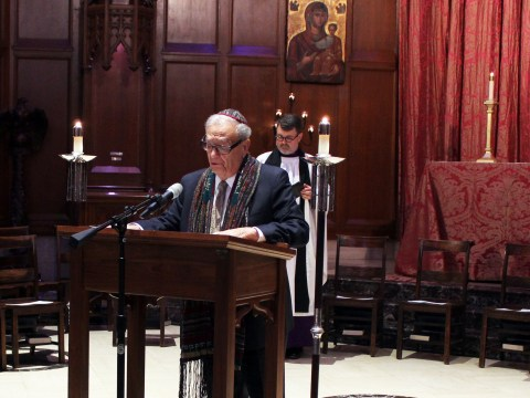 Cantor Emeritus Richard Botton of Central Synagogue in Manhattan speaks at an interfaith memorial service for the Pittsburgh synagogue shooting at Grace Cathedral in San Francisco. /Gabriel Greschler