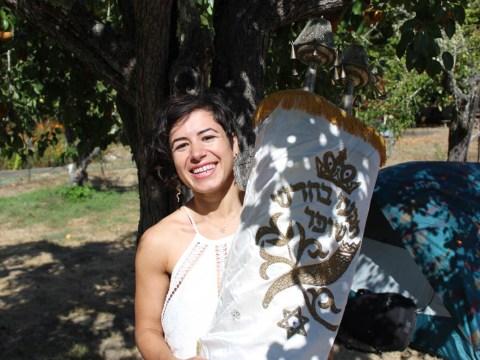 Wilderness Torah Rosh Hashanah retreat attendee Elana Polichuk holding a Torah (Photo/Gabriel Greschler)