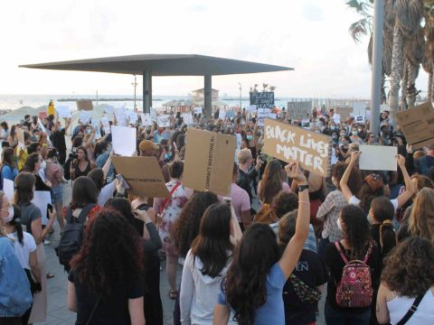 Hundreds showed up to protest police brutality outside the former American embassy in Tel Aviv, June 2, 2020. (Photo/JTA-Sam Sokol)