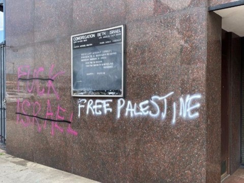 Graffiti was spray-painted on the walls of Congregation Beth Israel in the Fairfax district of Los Angeles, May 30, 2020. (Photo/Lisa Daftari-Twitter)