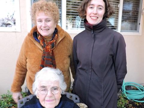 Florence Metz (seated) with (left) daughter Susan Bindman and (right) grandaughter Julia Bindman. (Photo/Courtesy Carolyn Metz)