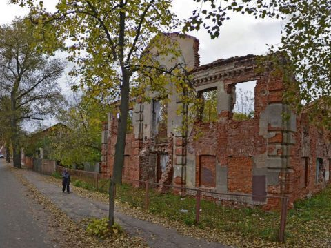 A woman walks past the ruins of the Great Lubavitch Synagogue in Vitebsk, Belarus. (Photo/Courtesy of the Municipality of Vitebsk)