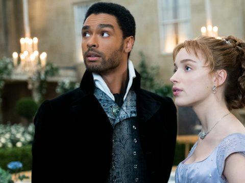 """Regé-Jean Page and Phoebe Dynevor in """"Bridgerton"""" (Photo/Netflix)"""