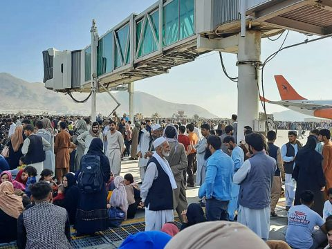 Afghans crowd at the tarmac of the Kabul airport on Aug. 16, 2021, in an effort to flee the country as the Taliban retook control after 20 years. (Photo/JTA-AFP via Getty Images)