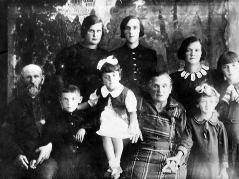 Leo Gulko as a young boy (front left) surrounded by his grandparents and other relatives he grew up with in Lypovets, Ukraine.