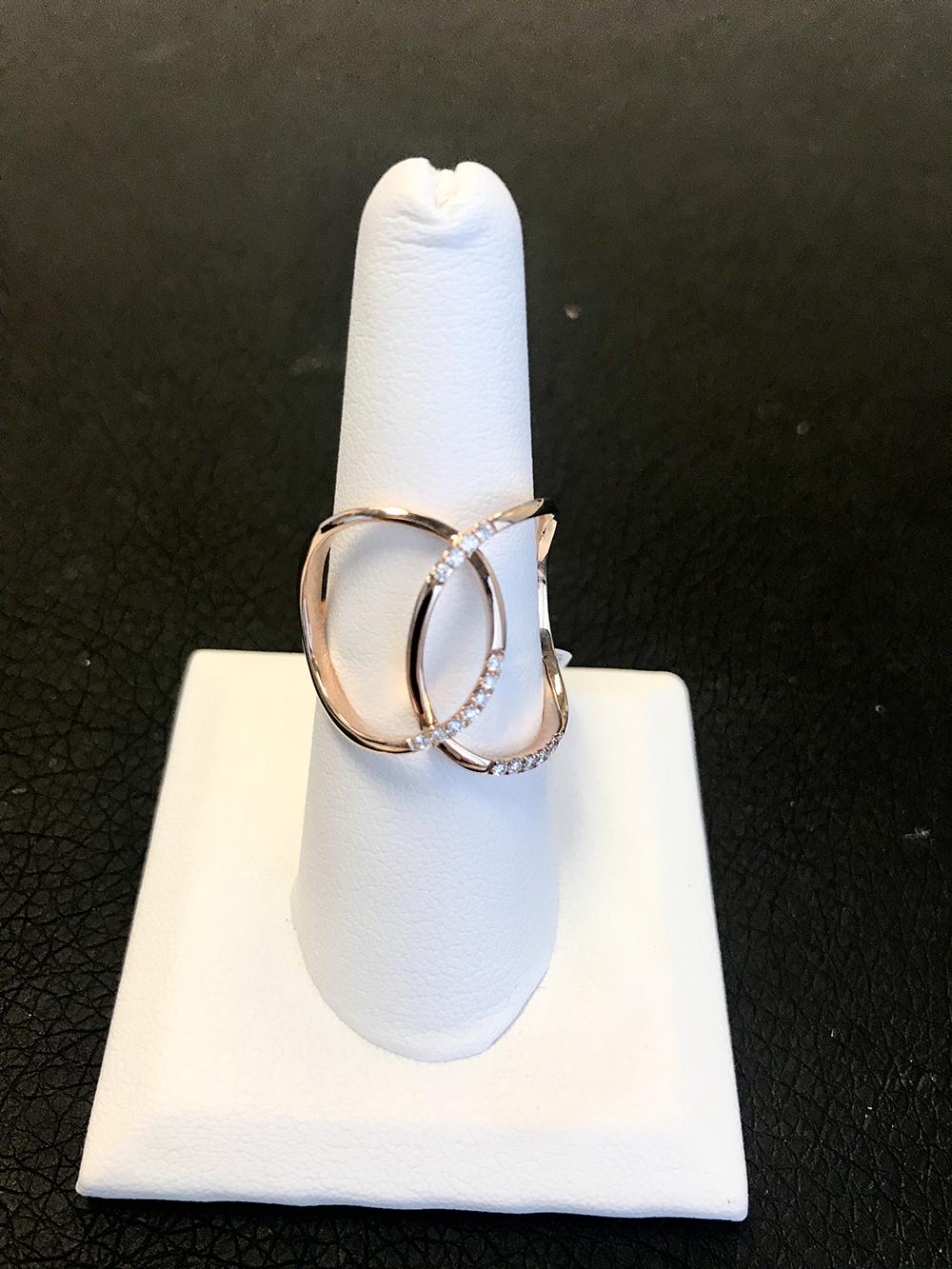 Rose gold diamond fashion ring