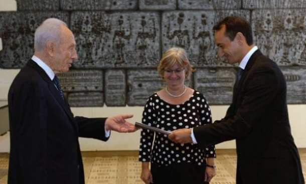 Israel's President Shimon Peres receives Australian ambassador Dave Sharma's credentials watched by Talya Lador-Fresher, head of protocol at the Ministry for Foreign Affairs