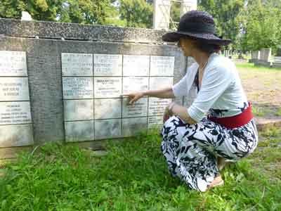 Jana discovers her grandparents' memorial