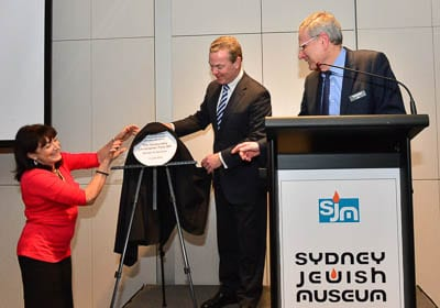 Unveiling the plaque - Aviva Wolff, Christopher Pyne and Norman Seligman   Photo: Henry Benjamin/J-Wire